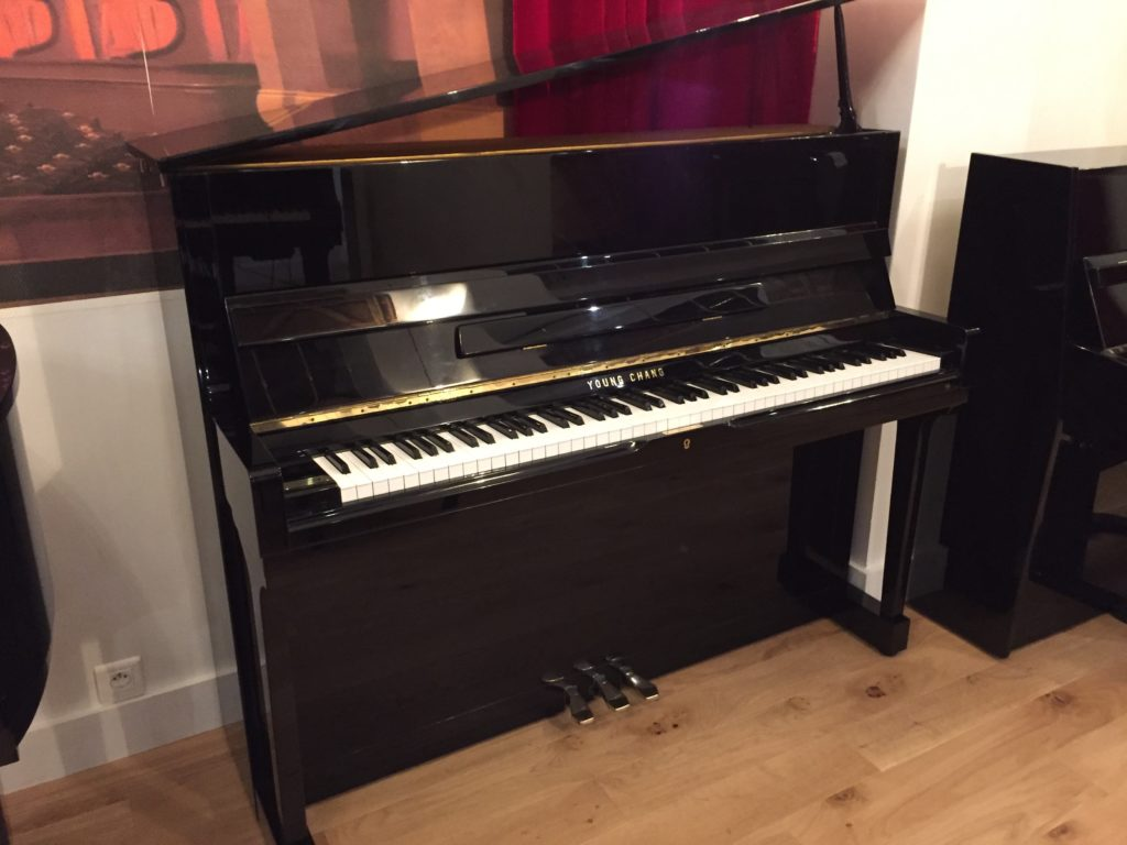 achat de piano num rique piano droit pas cher piano yamaha occasion piano neuf et accessoire. Black Bedroom Furniture Sets. Home Design Ideas