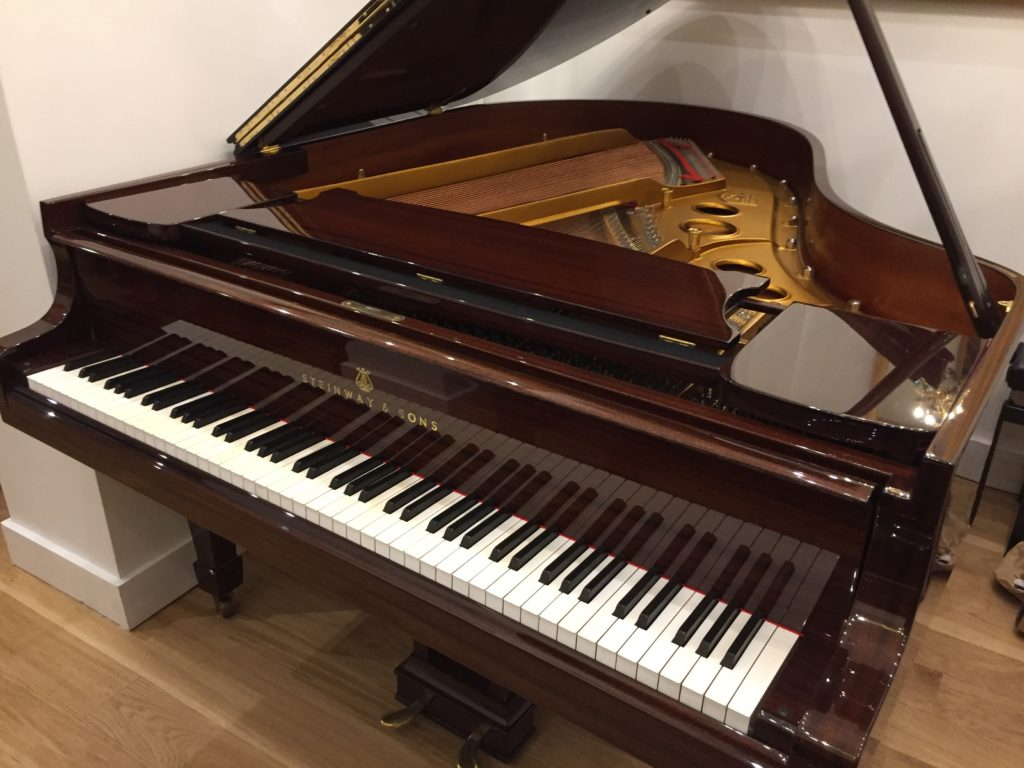 Steinway & Sons O occasion